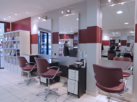 Deco moderne salon de coiffure pr l vement for Salon master lille